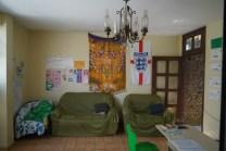 Tijuana-Hostel-Sao-Luis-recepcion-sofas