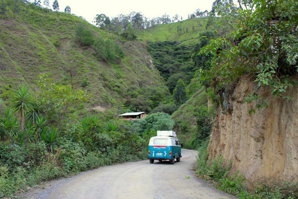 viajar en furgoneta combi atra carretera
