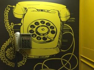 Plus-Berlin-Hostel-cabina-telefono