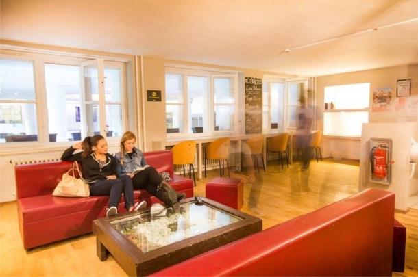 Plus-Berlin-Hostel-living-room