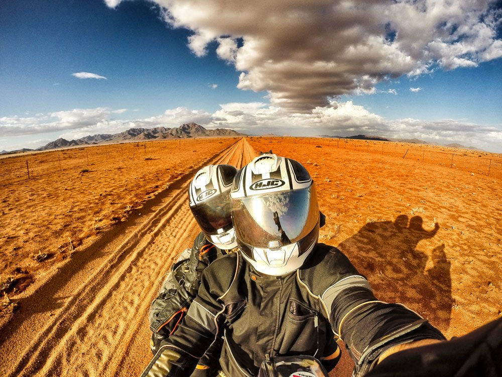 Almudena Teulón y su pareja, cómo dar la vuelta al mundo en moto