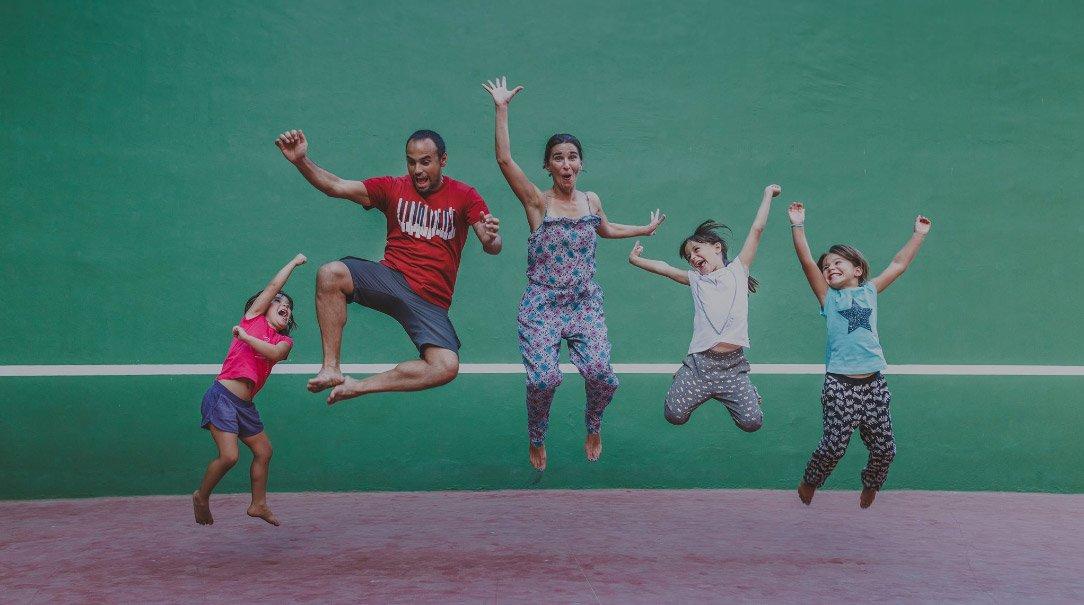 El Vuelo de Apis, un gran viaje en familia por Sudamérica. Toda la familia saltando