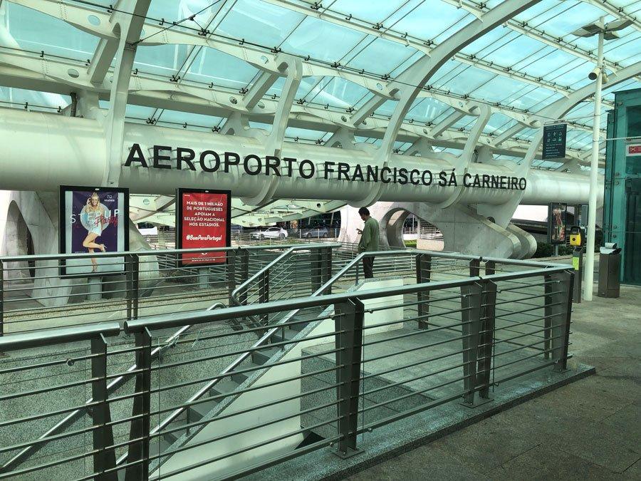 cómo ir del aeropuerto de Oporto al centro desde la parada de metro del aeropuerto