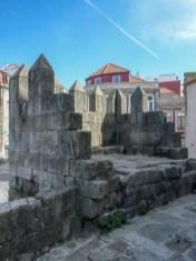 Pedaço restante da muralha primitiva