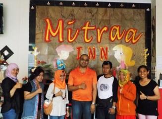 39-foto-bersama-dengan-manajemen-mitraa-inn-sebelum-go-to-home