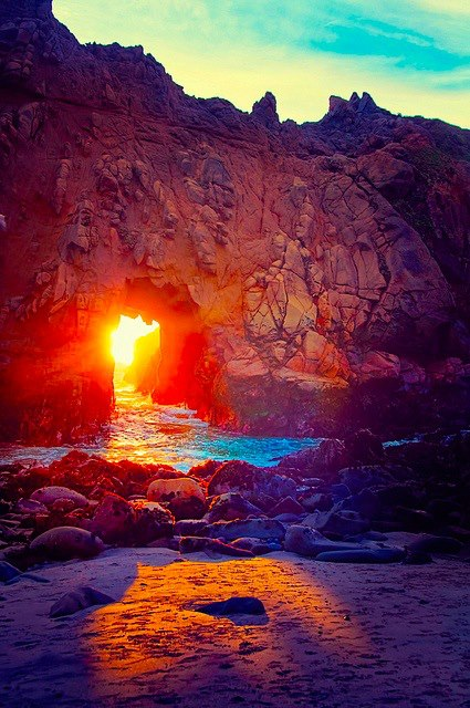 The stunning light at Keyhole Arch 2