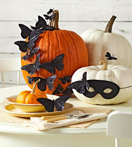 indoor halloween decorating ideas with pumkin 9