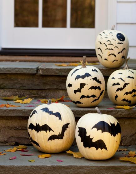 indoor halloween decorating ideas with pumkin 10