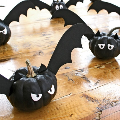 indoor halloween decorating ideas with pumkin 16