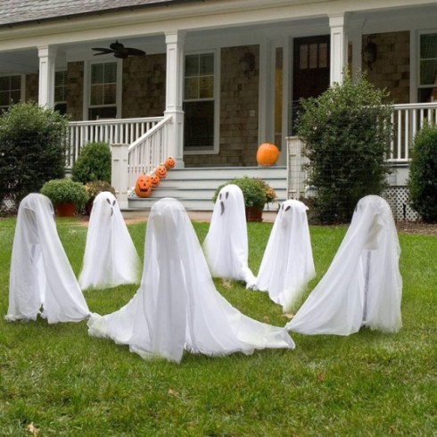 outdoor halloween decorating ideas with ghosts