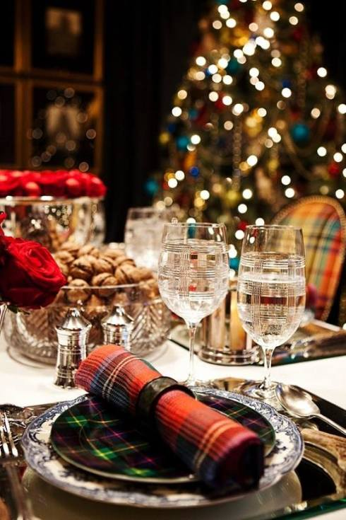 creative christmas table decor ideas  with red color 11