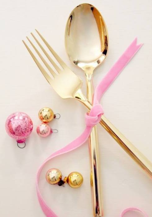 creative christmas table decor ideas  with pink color 3