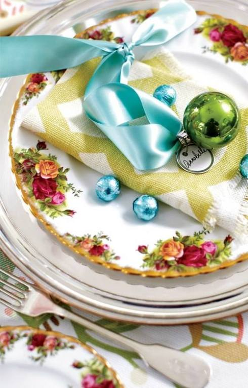 creative christmas table decor ideas  with blue color 24