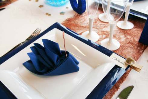 creative christmas table decor ideas  with blue white color 19