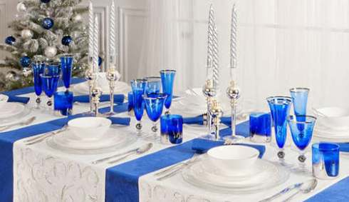 creative christmas table decor ideas  with blue color 25