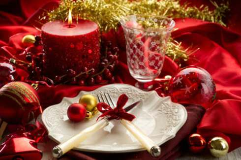 creative christmas table decor ideas  with red color 16