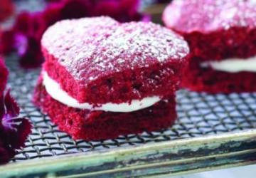 pretty red velvet heart shaped cake recipe for the VDay