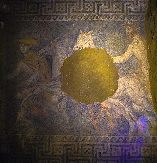 Interior of the tomb in Amphipolis, mosaic