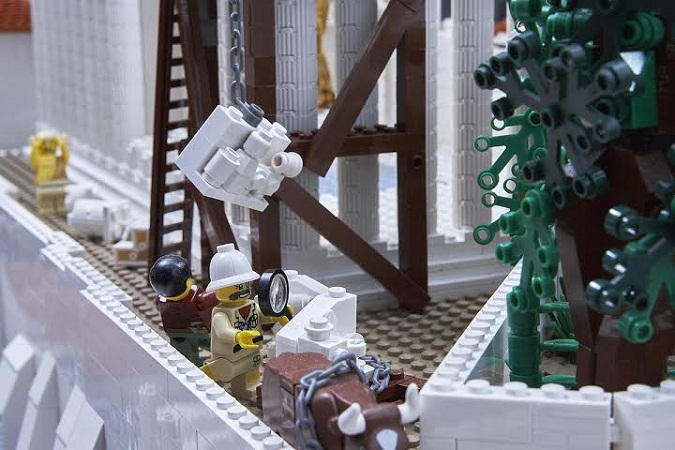 amazing lego structure of parthenon 5