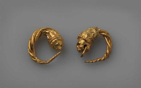 important archaeological discovery in Vergina, earrings