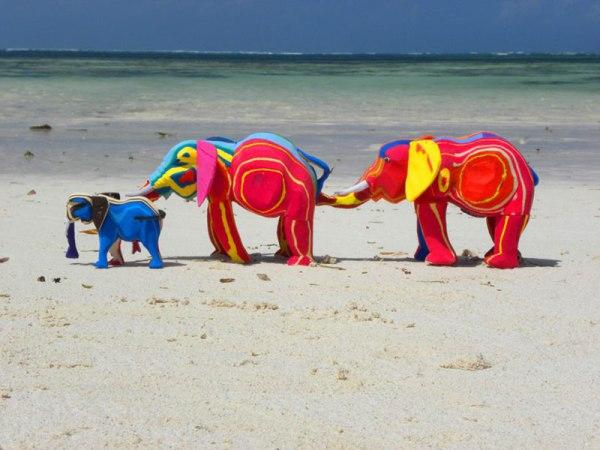 Recycled art in Kenya made of Flipflops 11