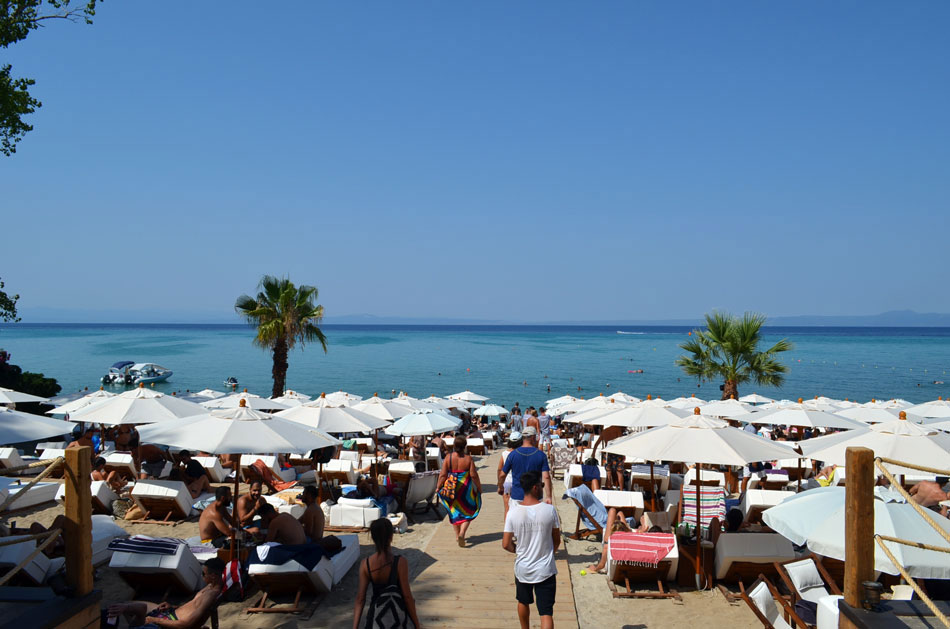 luxury beach bar in Halkidiki, Achinos 10