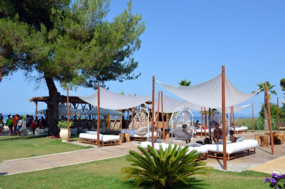 luxury beach bar in Halkidiki, Achinos