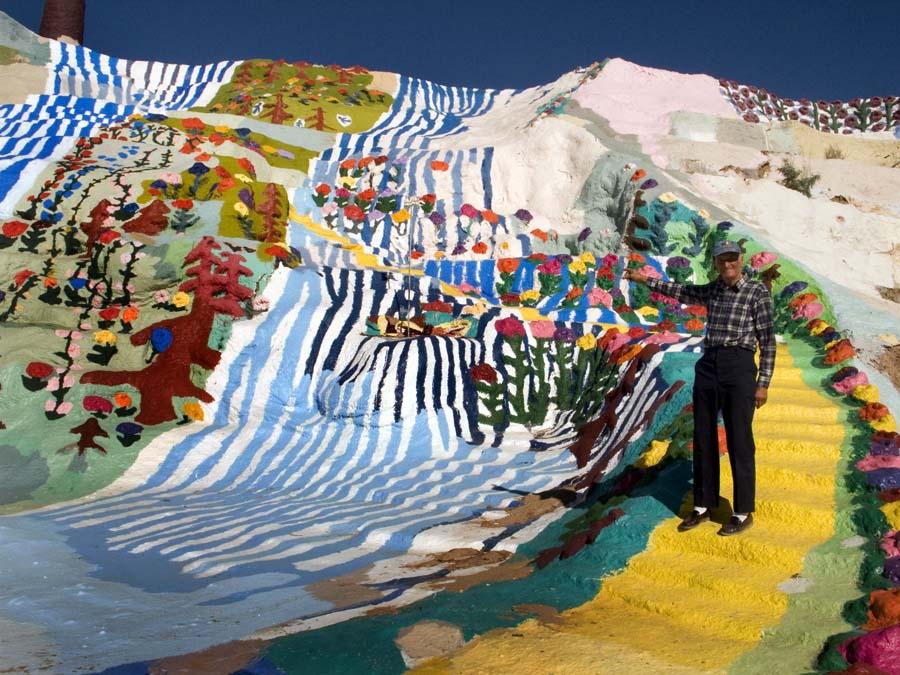 bức tranh sáng tạo trên một ngọn núi ở California 2