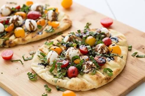 healthy pizza recipe with caprese