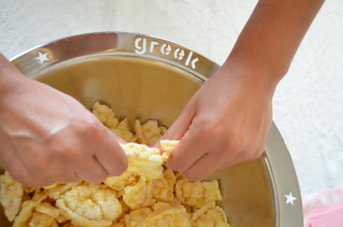 chocolate dessert recipe with Greek yogurt , honey and nuts