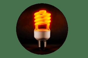 Photo montrant une ampoule orange représentant la lumière chaude en décoration d'intérieur