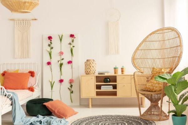 Photo qui représente une chambre style bohème