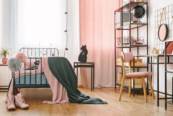Photo qui montre une Chambre style industriel rose
