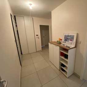 Image montrant une photo avant a décoration intérieure d'une entrée