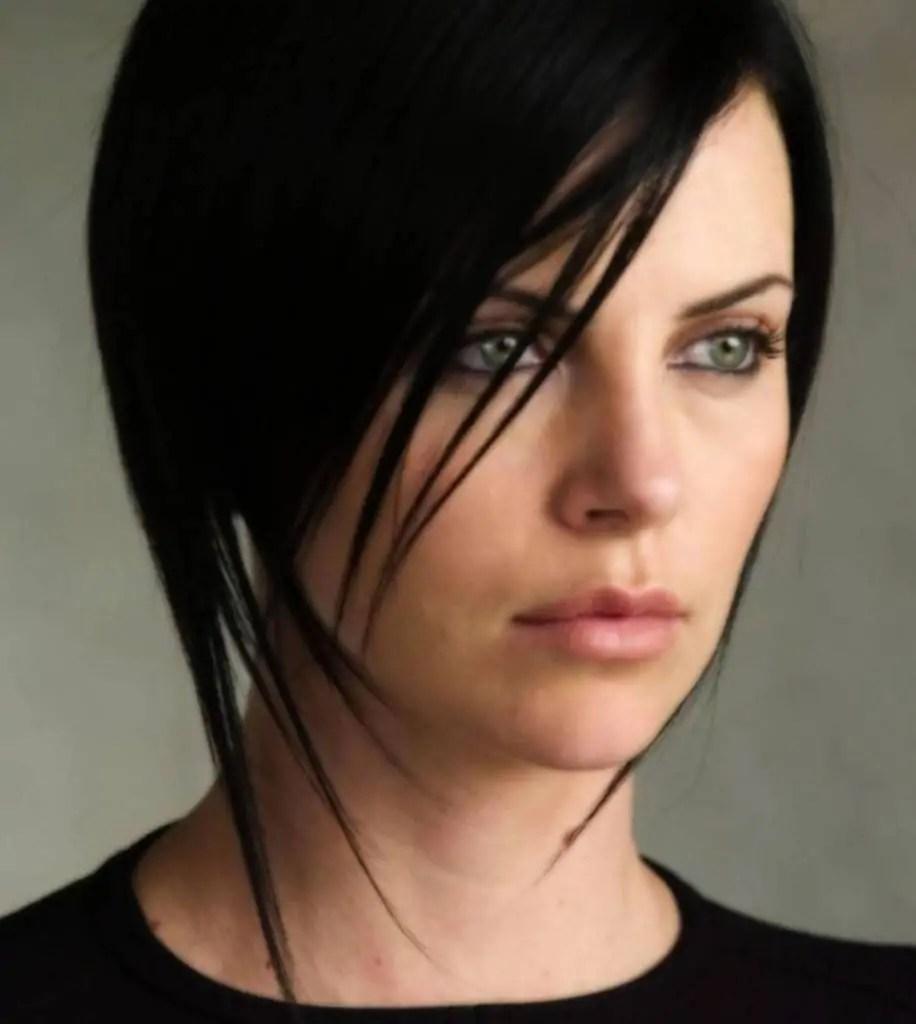 Capelli corti tendenze Taglio cortissimo e colore glamour tendenze