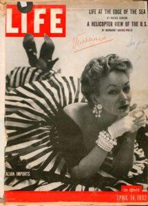 Una copertina del giornale Life con una modella che indossa abiti di Sole Veneziani