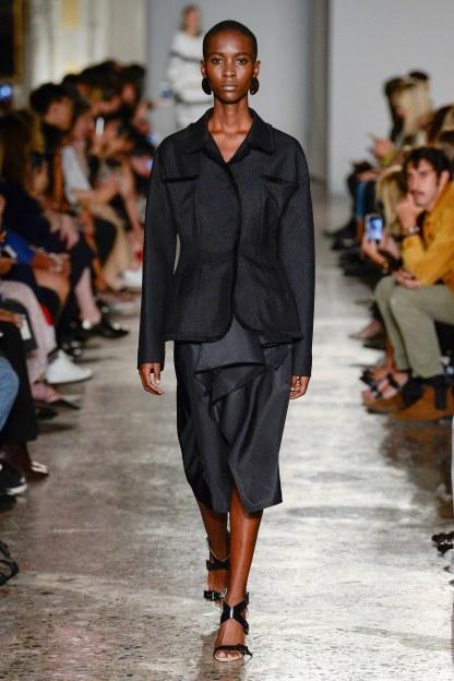 Dizionario della Moda Mame: Albino Teodoro. Primavera '18 ready-to-wear: completo dal taglio maschile