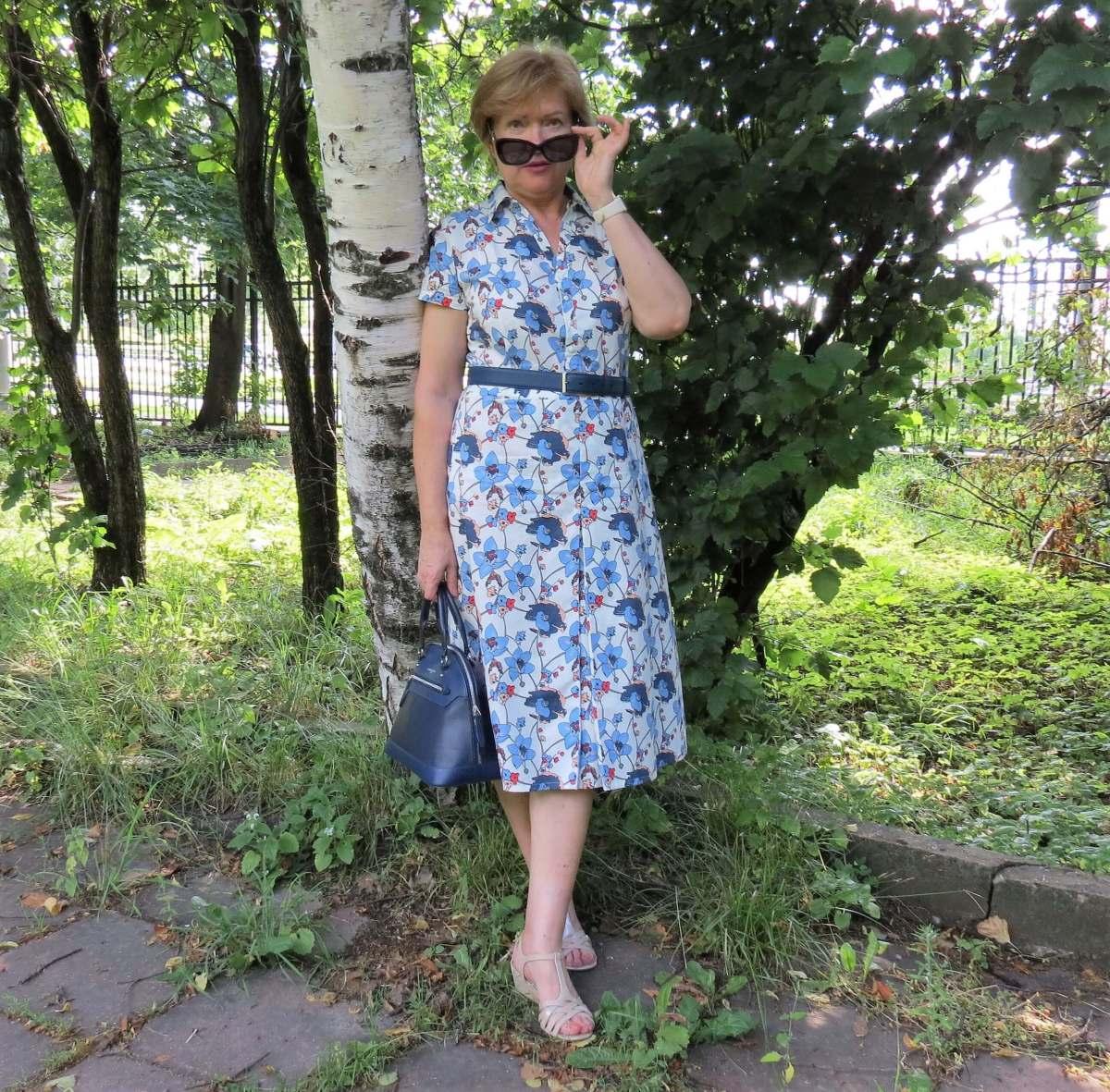 На работу в платье с цветочным принтом