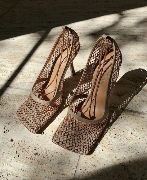 Обувь с квадратным мысом