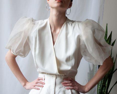 белых блузок много не бывает