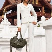 Beyaz renkli en güzel 2015 bayan takım elbiseler