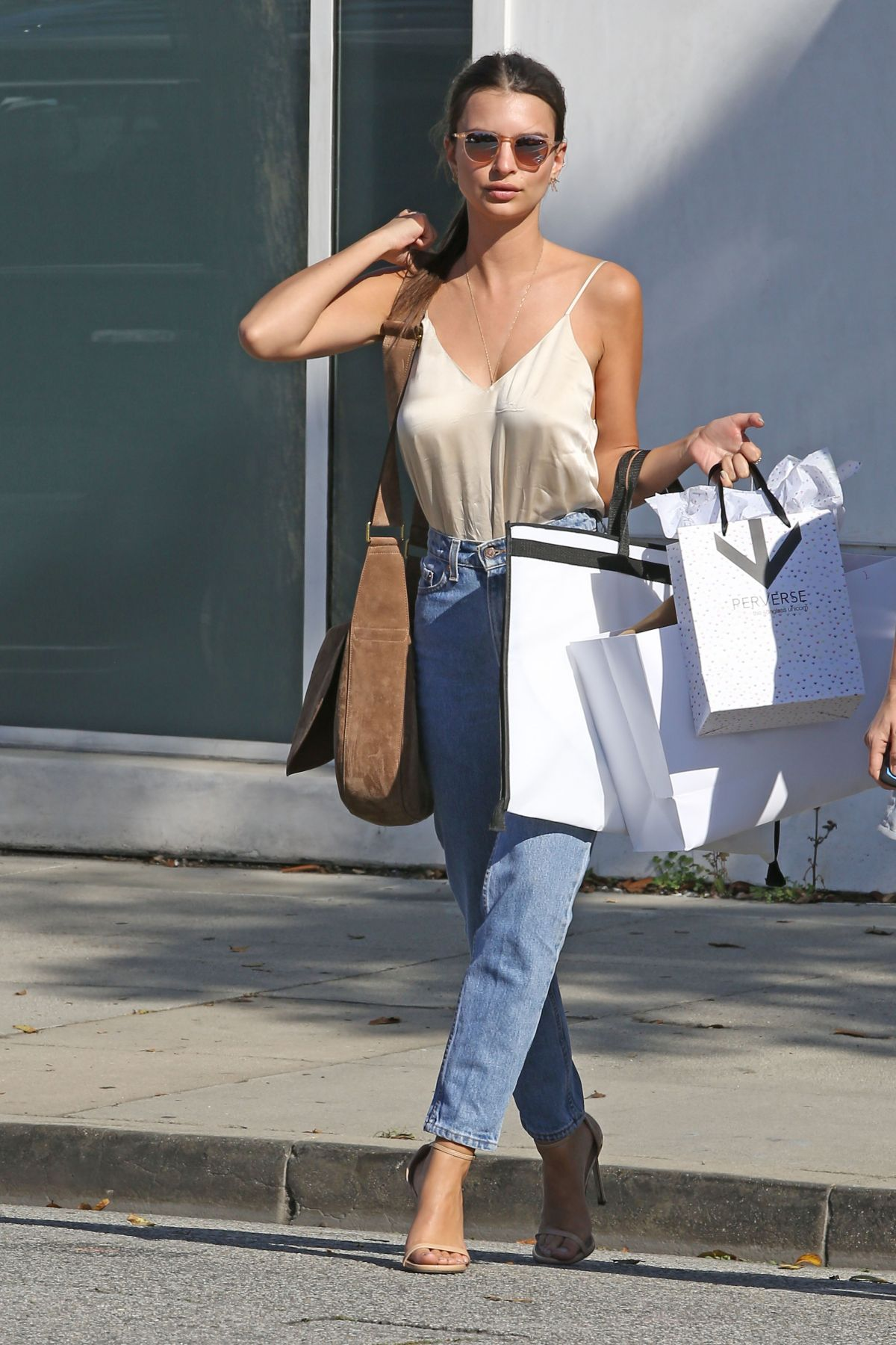 emily-ratajkowski-out-shopping-in-beverly-hills-04-12-2016_8