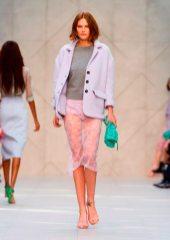 Catherine McNeil - Burberry 2014 İlkbahar-Yaz