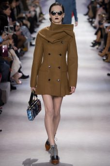 Lea Holzfuss - Christian Dior Fall 2016 Ready-to-Wear