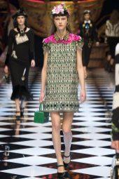 Julie Hoomans - Dolce & Gabbana Fall 2016 Ready-to-Wear