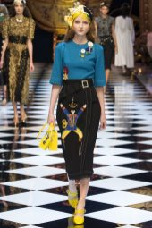 Madison Stubbington - Dolce & Gabbana Fall 2016 Ready-to-Wear