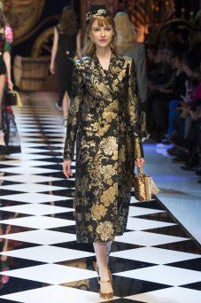 Karolina Smetek - Dolce & Gabbana Fall 2016 Ready-to-Wear