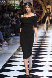 Taylor Hill - Dolce & Gabbana Fall 2016 Ready-to-Wear