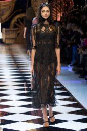 Zhenya Katava - Dolce & Gabbana Fall 2016 Ready-to-Wear