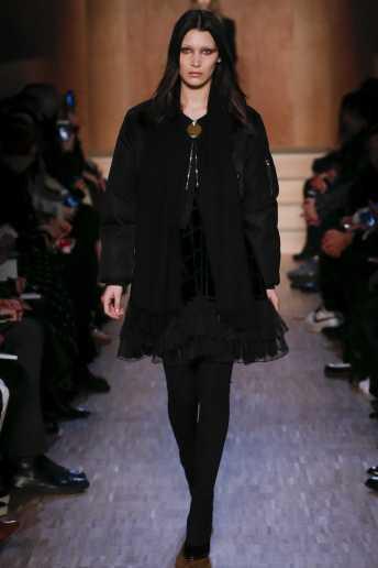 Bella Hadid - Givenchy Fall 2016 Ready-to-Wear